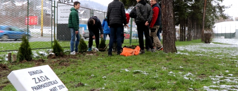 Air pollution reduction: ZADA Pharmaceuticals donates 250 seedlings of thuja to schools in Tuzla and Lukavac